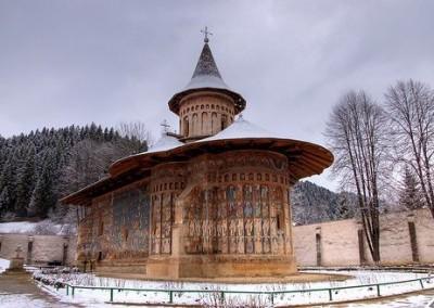 voronet-painted-monastery-bucovina-2