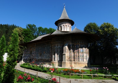 voronet-painted-monastery-bucovina-4